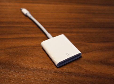 SDカード挿入口